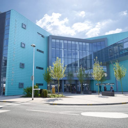 Exterior shot of Elective Care Centre Hospital aintree for Olympus KeyMed - Exterior photography